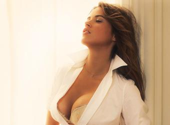 Latines chaud avec gros seins