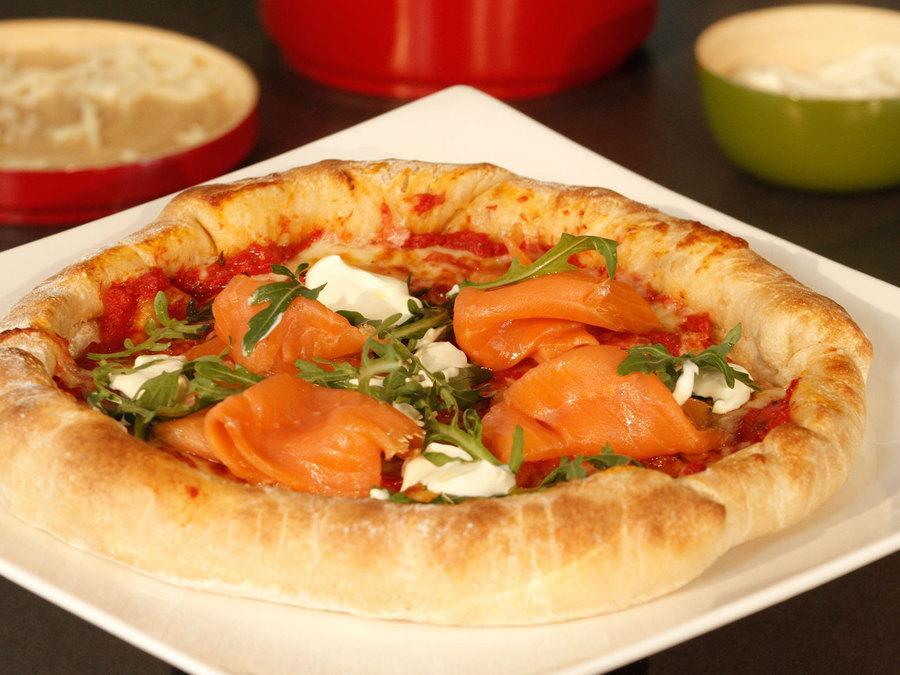 recette pizza au saumon fum et mozzarella cuisine. Black Bedroom Furniture Sets. Home Design Ideas