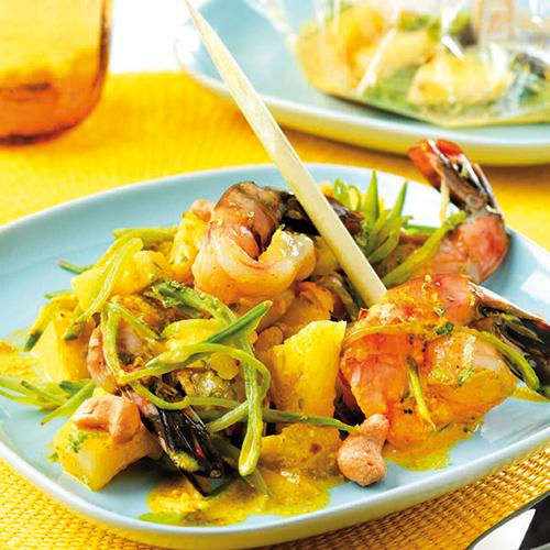 Recette papillotes de gambas au curry cuisine madame figaro - Accompagnement gambas grillees ...