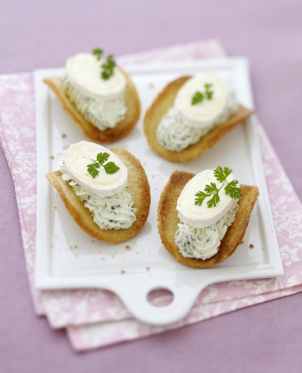 Recette tuiles de pain de mie chantilly verte et fromage for Amuse bouche foie gras aperitif