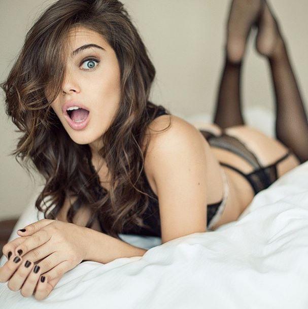 Belle Lingerie Sexy Pour Une Cougar Brune