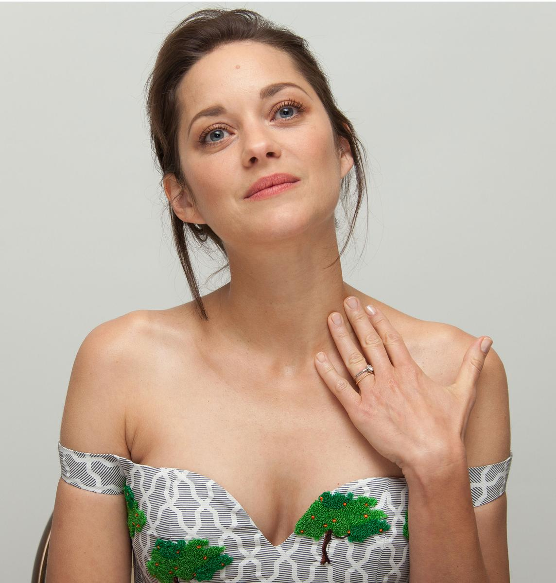 marion cotillard ne dig re pas une interview du parisien madame figaro. Black Bedroom Furniture Sets. Home Design Ideas