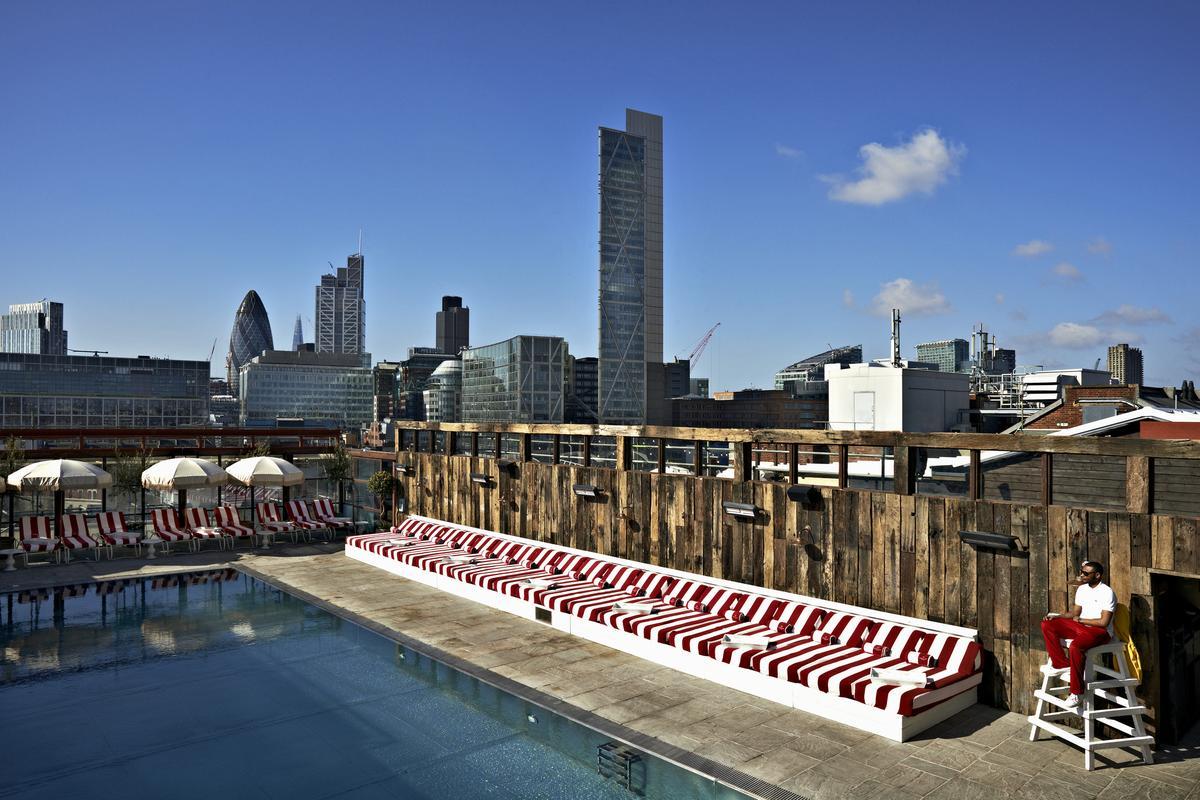 Rooftops et piscines suspendues les nouvelles bonnes for Hotel piscine londres