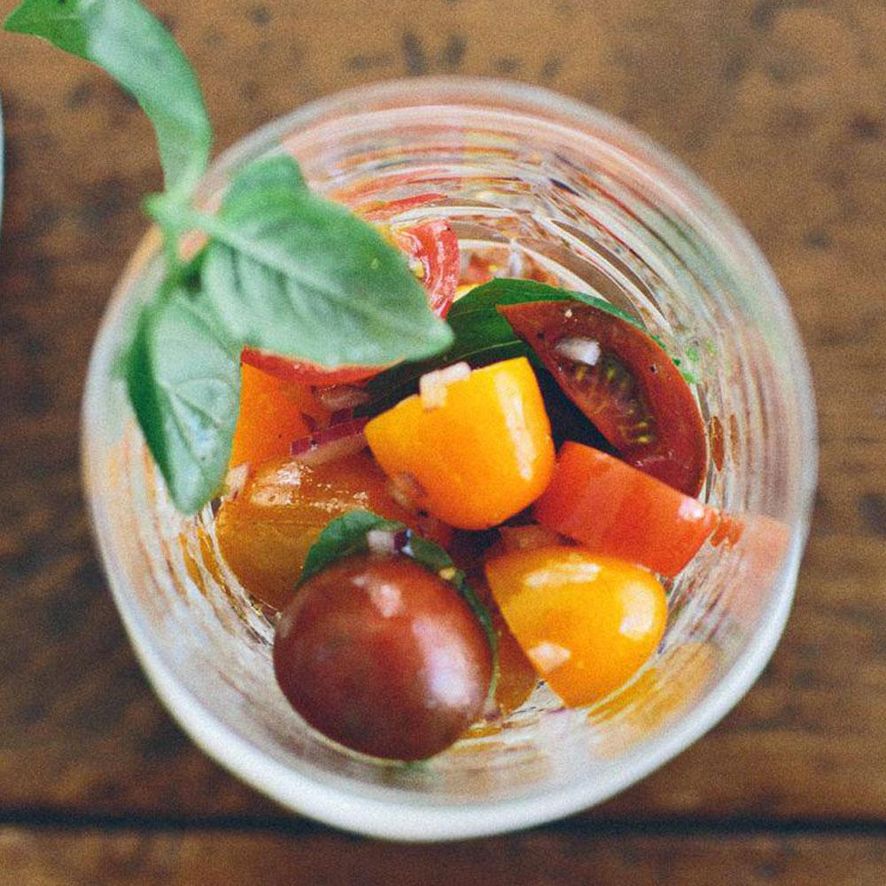 recette summer cherry tomato salad cuisine madame figaro. Black Bedroom Furniture Sets. Home Design Ideas