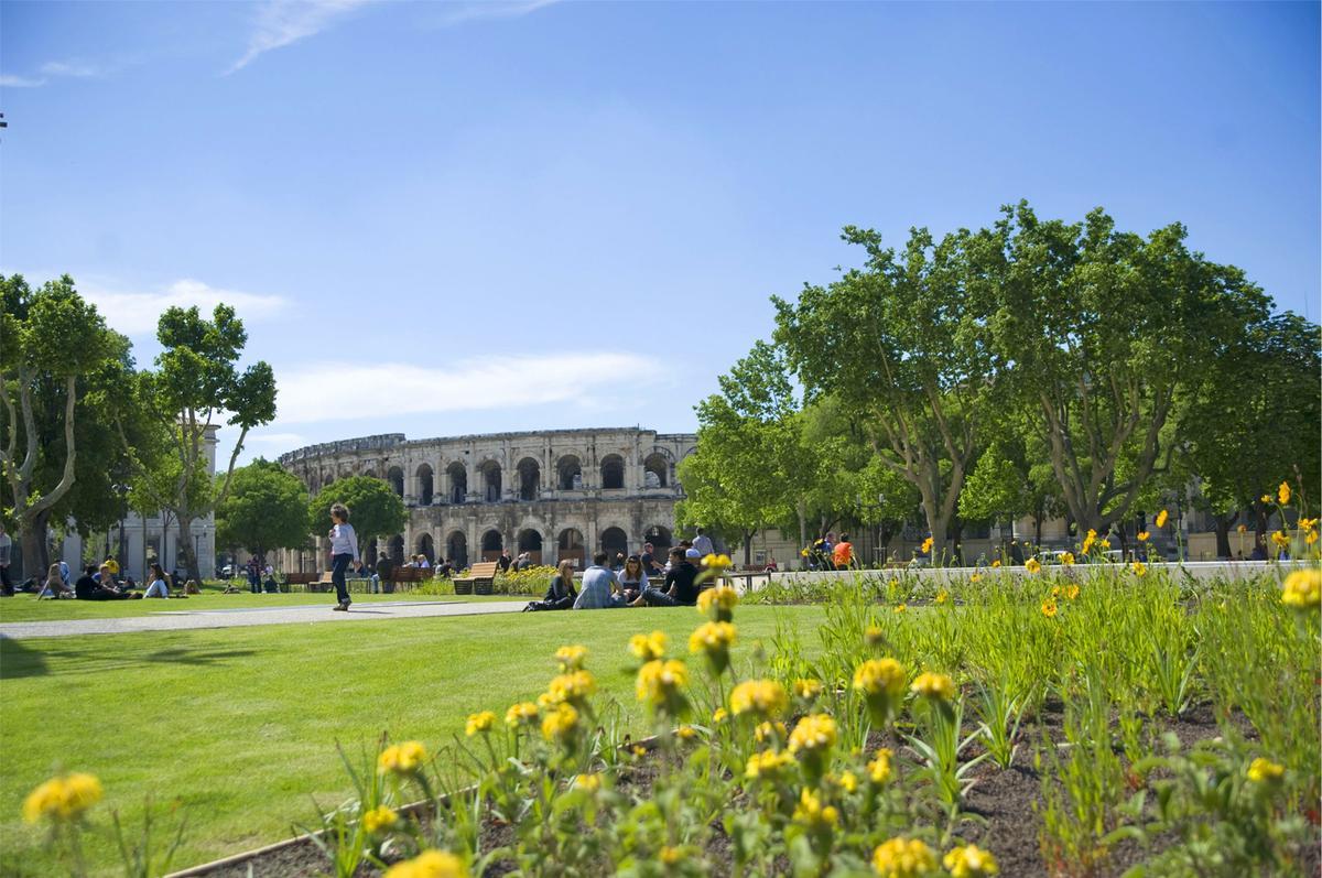 Avignon arles s te n mes bonnieux le sud autrement le figaro madame - Bonnieux office de tourisme ...