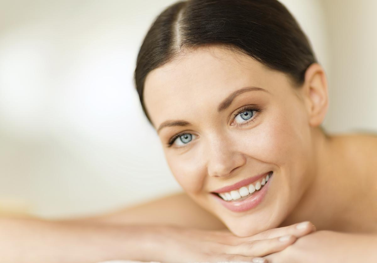 comment utiliser de l 39 huile comme soin du visage madame. Black Bedroom Furniture Sets. Home Design Ideas