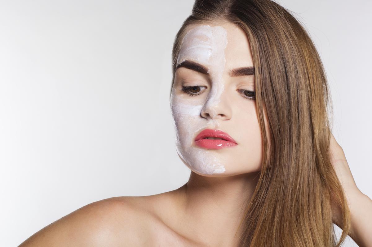R aliser un masque peau grasse fait maison madame figaro - Masque peau grasse maison ...