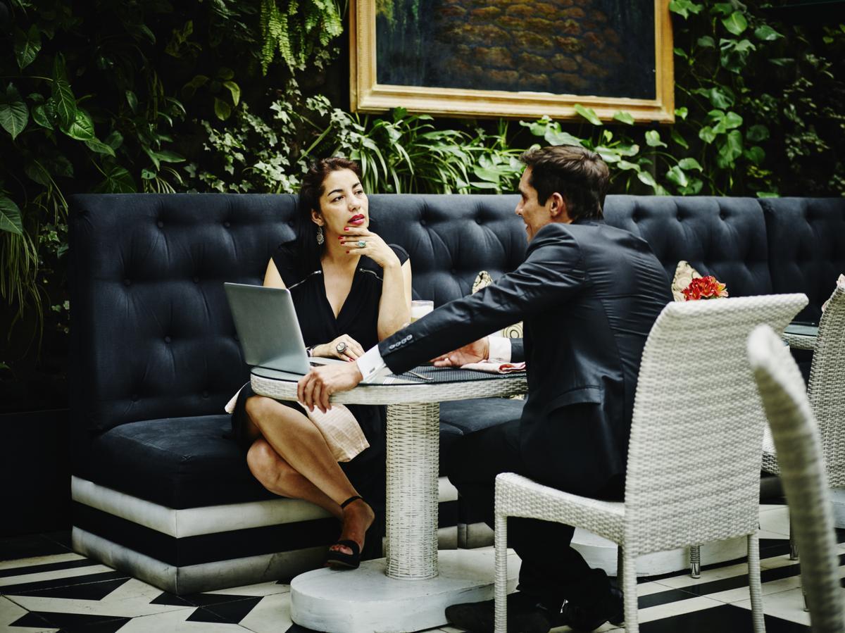 que r pondre un client qui nous drague madame figaro. Black Bedroom Furniture Sets. Home Design Ideas