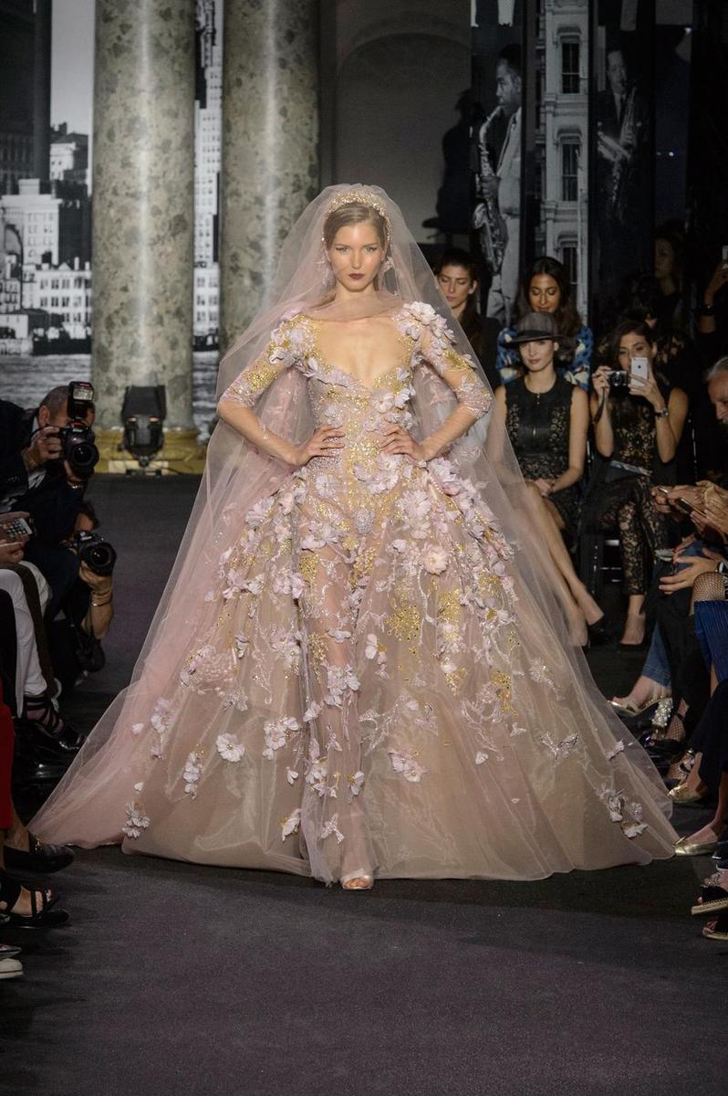 Haute couture des robes de mari e sculpturales et for Haute couture houses 2016