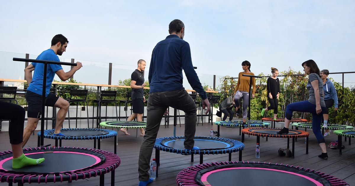 le mini trampoline nouvel accessoire de sport domicile madame figaro. Black Bedroom Furniture Sets. Home Design Ideas