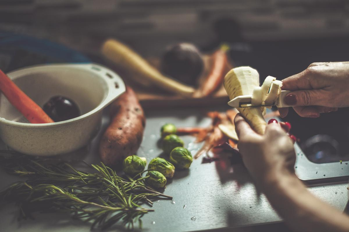 Comment cuisiner fanes pluchures de l gumes et carcasses - Comment cuisiner des escalopes de poulet ...
