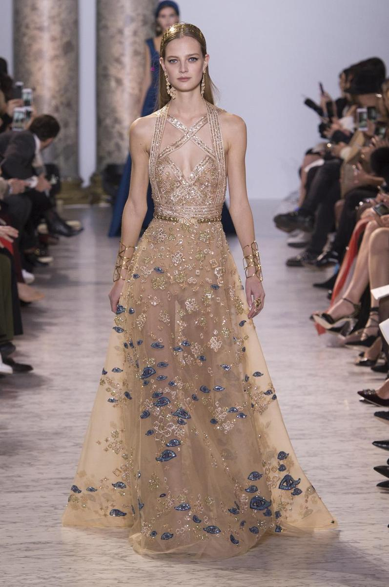 Dior chanel valentino le grand bal des robes de r ves for Couture de reve