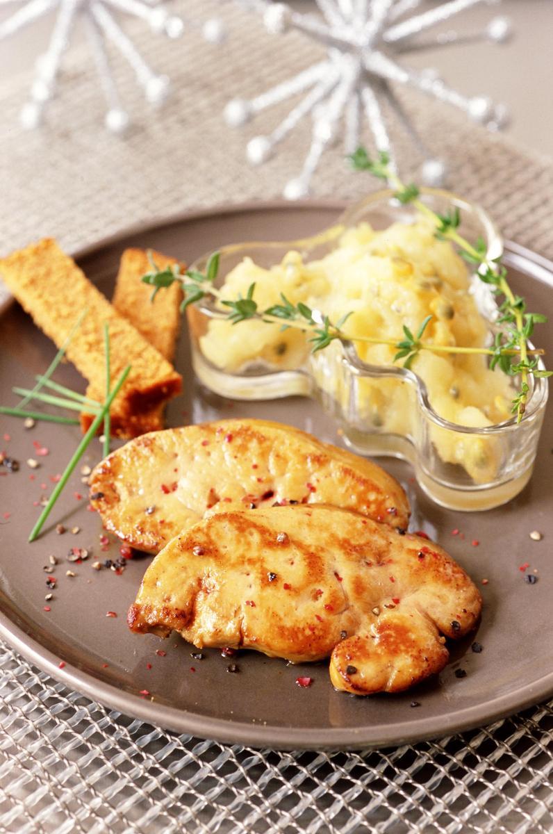 recette foie gras po l compote passion et son pain d 39 pices cuisine madame figaro. Black Bedroom Furniture Sets. Home Design Ideas