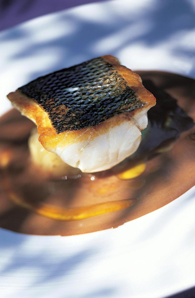 Recette loup de m diterran e vinaigrette d olive noire - Cuisiner le loup de mer ...