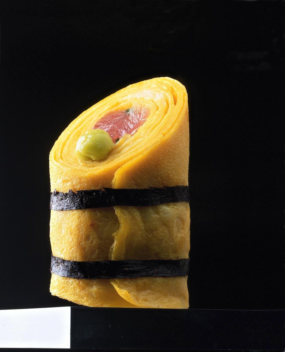 recette roul s d 39 omelettes au thon cru fa on sushi cuisine madame figaro. Black Bedroom Furniture Sets. Home Design Ideas
