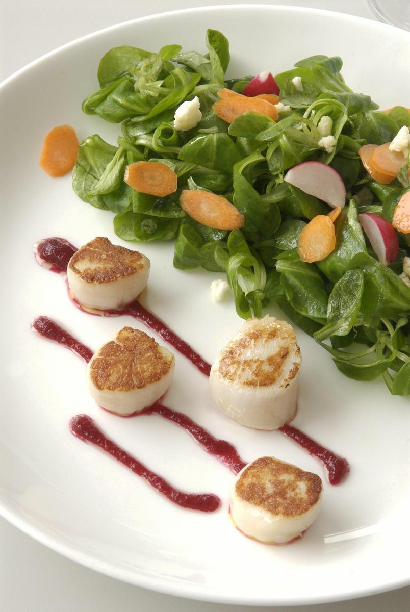 Recette saint jacques la vinaigrette de betterave cuisine madame figaro - La cuisine de madame saint ange ...