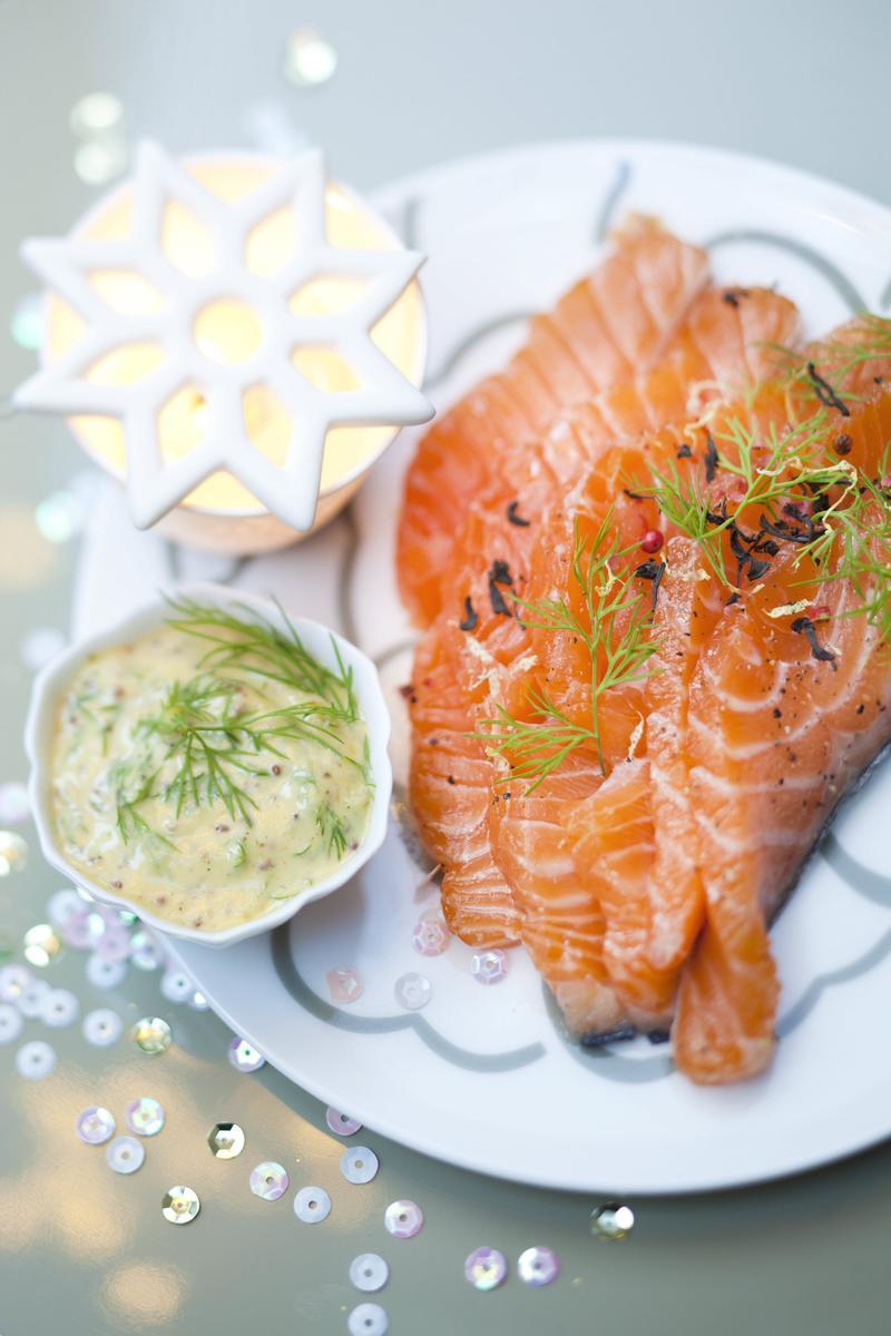 Recette saumon gravlax au th fum cuisine madame figaro - Saumon gravlax rapide ...