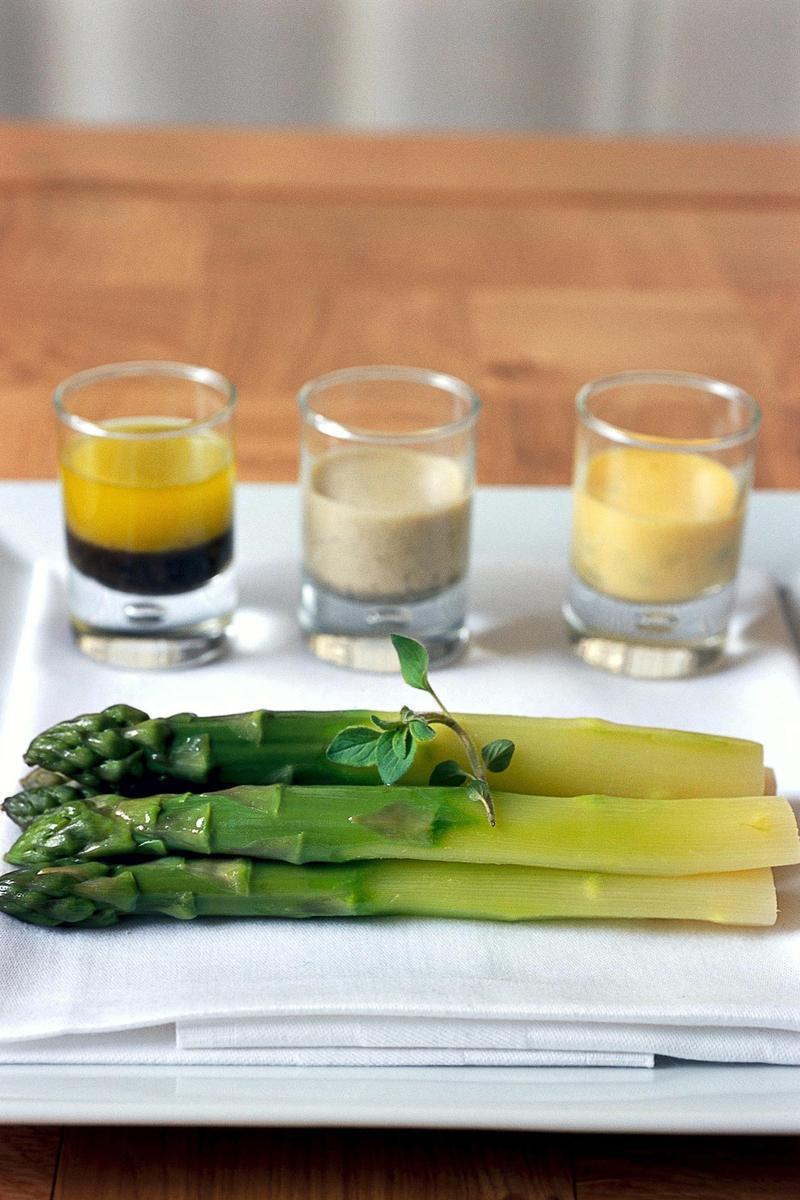 Recette trois saveurs autour de l asperge verte cuisine madame figaro - Recette asperge verte poelee ...