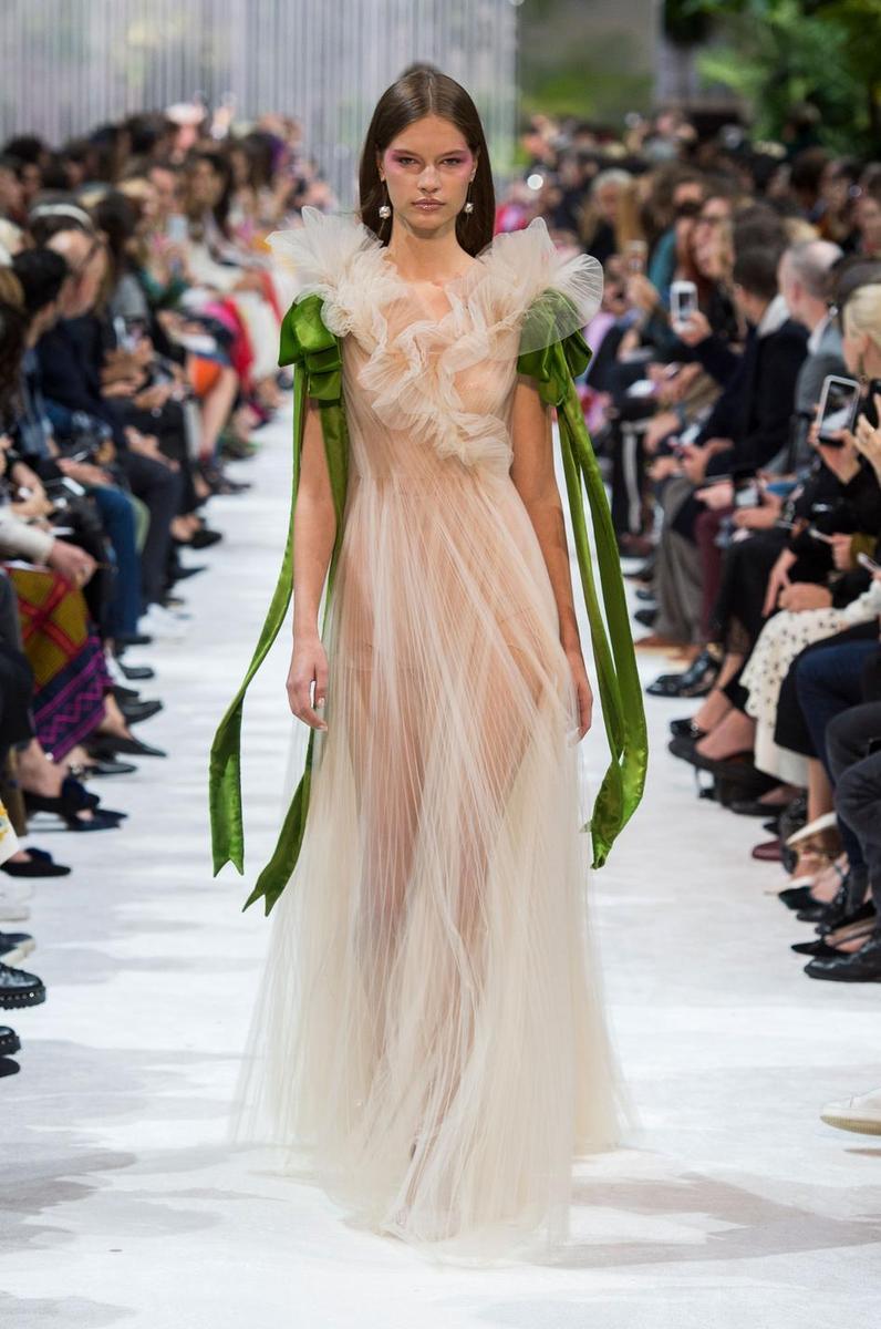 Les Robes Du Soir Printemps T 2018 Ou Le Sacre De La F Minit Madame Figaro