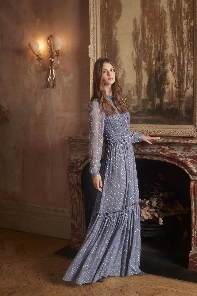 zara valentino sandro la parfaite tenue d 39 invit e un mariage hivernal madame figaro. Black Bedroom Furniture Sets. Home Design Ideas