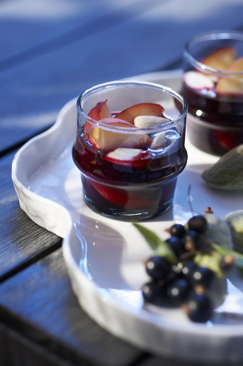recette p ches blanches en gel e de cassis cuisine madame figaro. Black Bedroom Furniture Sets. Home Design Ideas