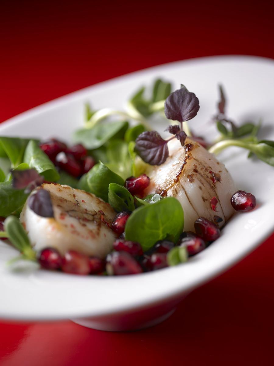 Recette saint jacques au jus de grenade cuisine madame figaro - La cuisine de madame saint ange ...