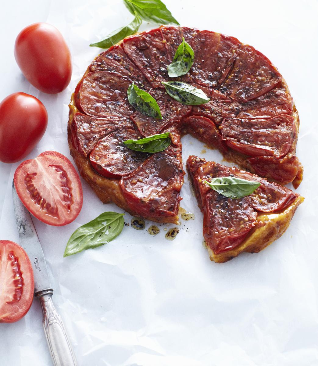 Recette tatins de tomates cerises la tapenade cuisine - Madame figaro cuisine ...