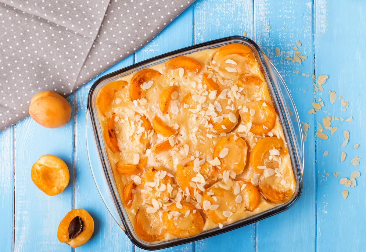 recette clafoutis aux abricots sans gluten ni uf ni lait cuisine madame figaro. Black Bedroom Furniture Sets. Home Design Ideas
