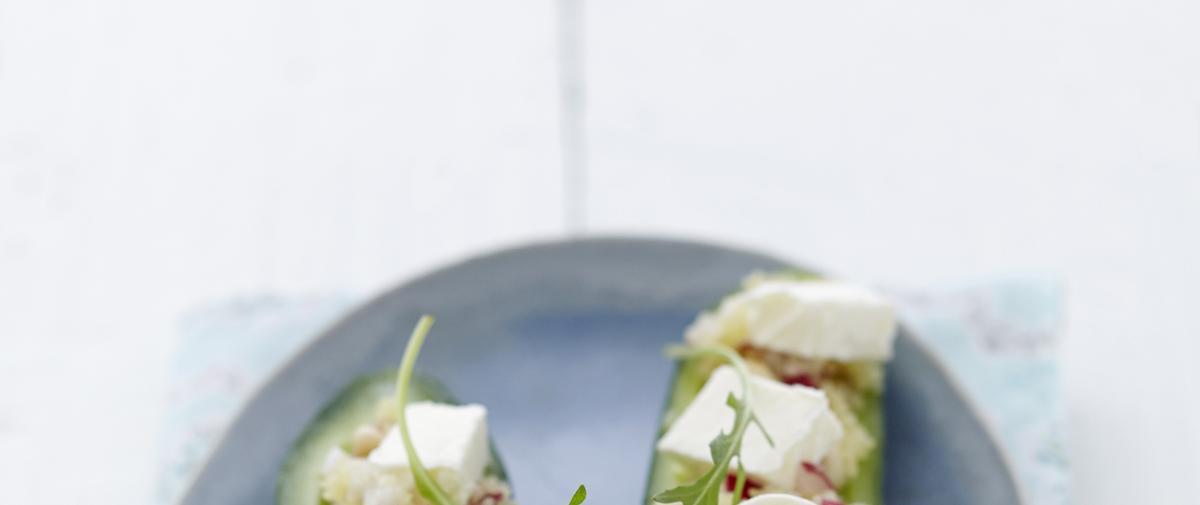 Mini concombre farci aux radis, raisins secs et fromage frais à la fleur de sel