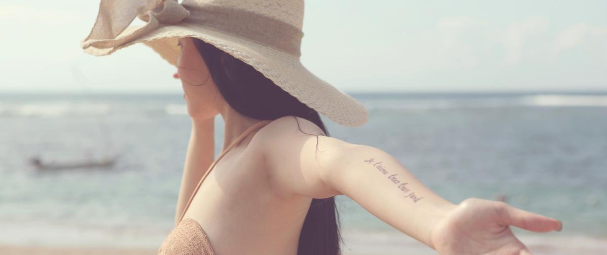 Tatouage et soleil : huit idées reçues passées au crible