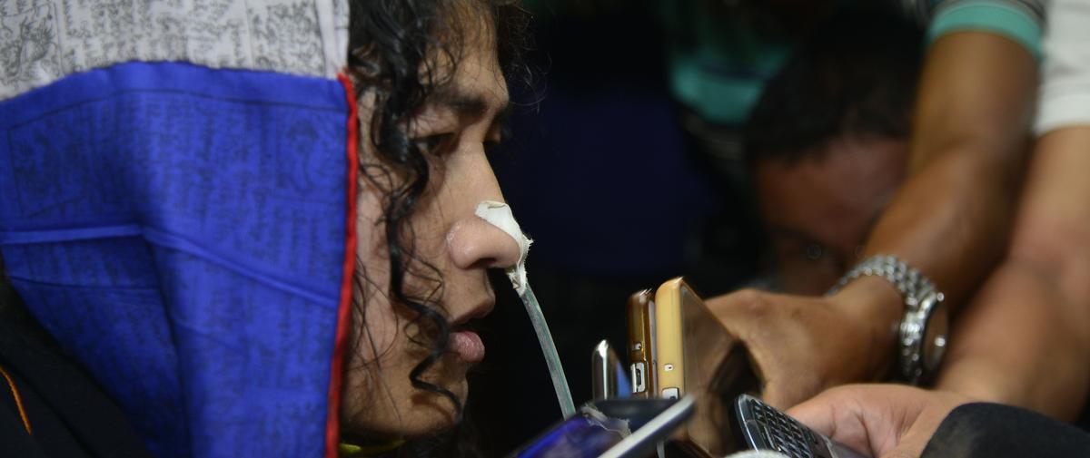 Une militante indienne met fin à 16 ans de grève de la faim