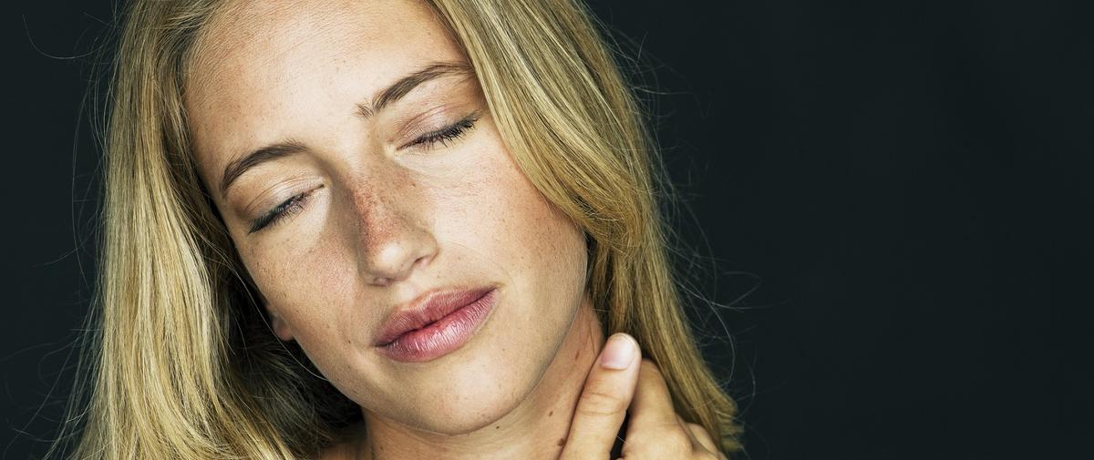 Quatre auto-massages à faire au bureau pour soulager sa nuque