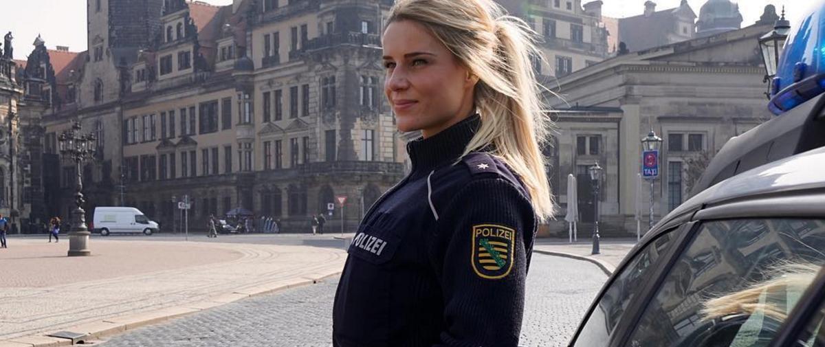 """Quand """"la policière la plus sexy d'Allemagne"""" devient une star du fitness sur Instagram"""