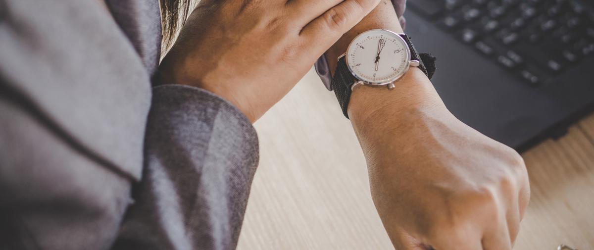 Comment partir plus tôt du travail sans ruiner sa carrière ?
