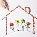 Deux parents à la maison, un idéal persistant ?