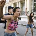 L'ex-Femen tunisienne Amina aurait été tondue en plein Paris