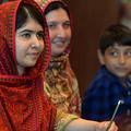 La mère de Malala apprend à lire et à écrire