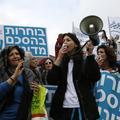 Israël: des milliers de femmes manifestent en faveur de la paix avec la Palestine