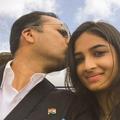 Des milliers de pères indiens se prennent en photo avec leur fille pour dire leur fierté