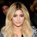 Kylie Jenner dépense 600 dollars par jour pour son maquillage