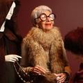 Iris Apfel, fashionista de 94 ans, expose au Bon Marché