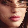 Timide, séductrice ou pressée... Quel rouge à lèvres porter ?