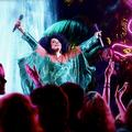 Kim Kardashian, Kate Moss et Diana Ross dans une soirée psychédélique