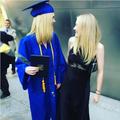Elle Fanning diplômée, et autres célébrités sous la toque universitaire