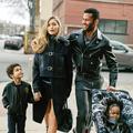 Karlie Kloss et Gigi Hadid, mères de famille pour Versace