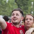 Euro 2016 : un Gallois fait sa demande en mariage au milieu d'une Fan Zone à Paris