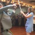 """Fan de """"Star Wars"""", un marié ouvre le bal au sabre laser"""