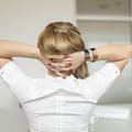 5 mouvements de yoga au bureau pour détendre un dos tendu par le froid