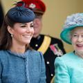 Kate Middleton, 35 ans, et chouchoute de la reine