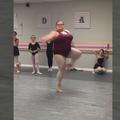 Une jeune danseuse lutte contre les préjugés liés au poids